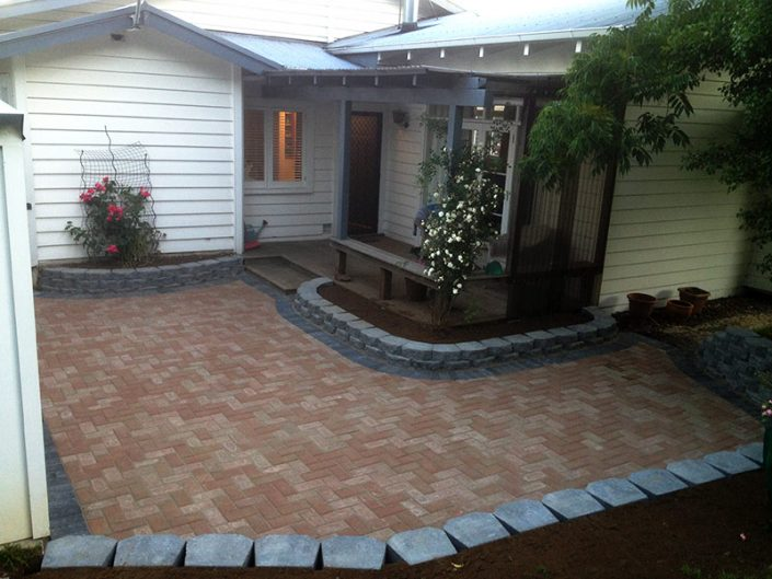 Image of a courtyard paved by Stanley Paving Auckland
